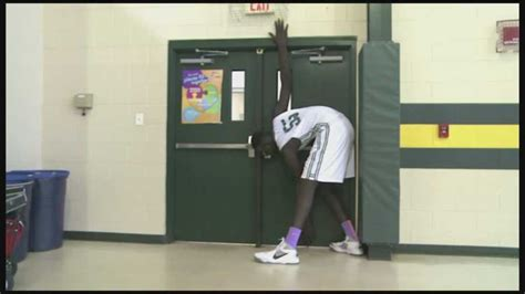 Tavares HS basketball player stands at 7 feet 5 inches