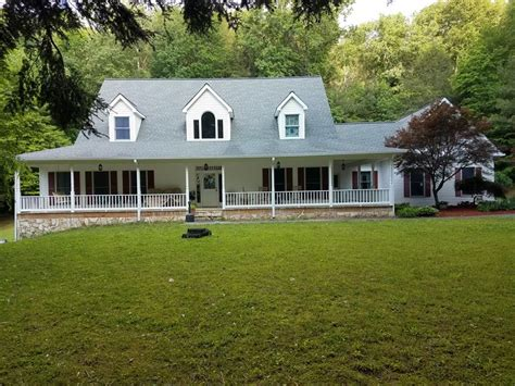 Big Country Home with Pasture : Land for Sale in Ellijay