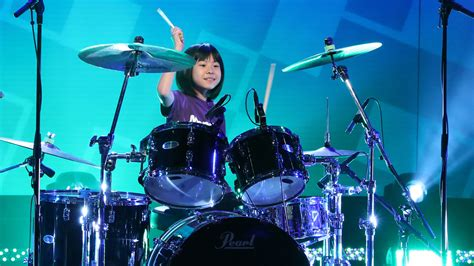 See Foo Fighters' Dave Grohl Surprise 9-Year-Old Drum