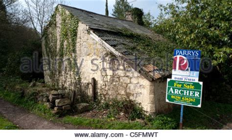 Derelict house for sale in rural suburb of Prague Czech